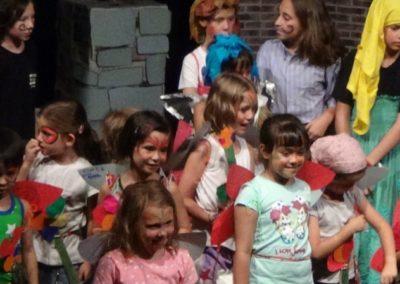 niños actuando summer camp