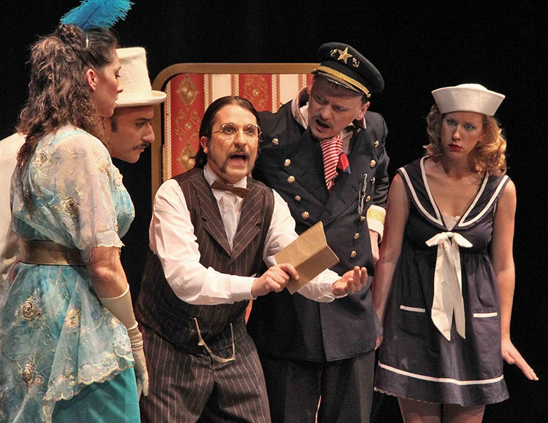 titanic-02-fish-and-ships-face2face-teatro-ingles.jpg
