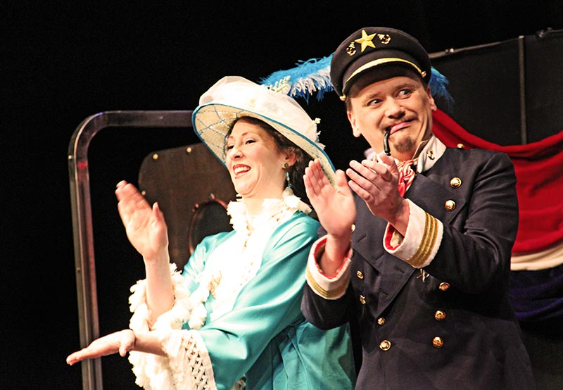 titanic-07-fish-and-ships-face2face-teatro-ingles.jpg