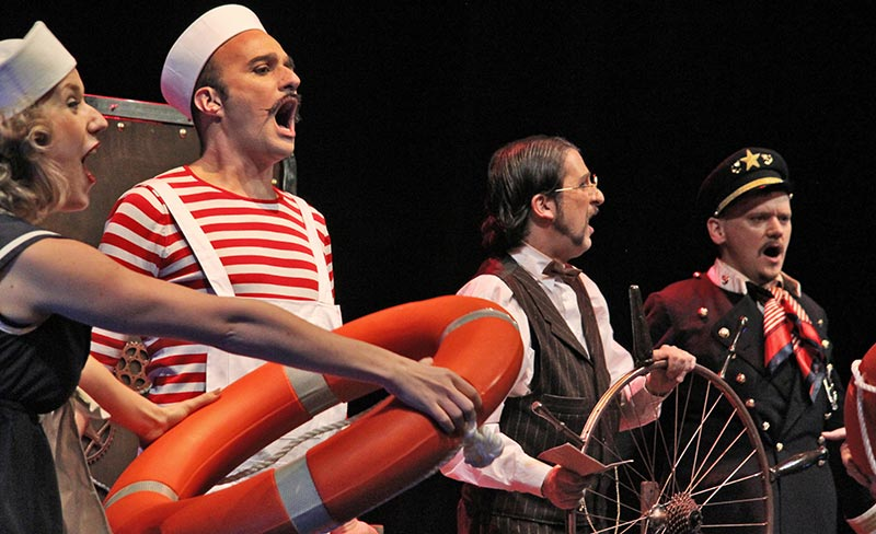 titanic-09-fish-and-ships-face2face-teatro-ingles.jpg